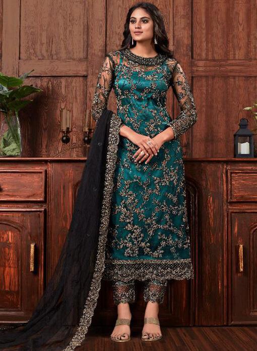 Pakistani Suits Onile at Omzara.com